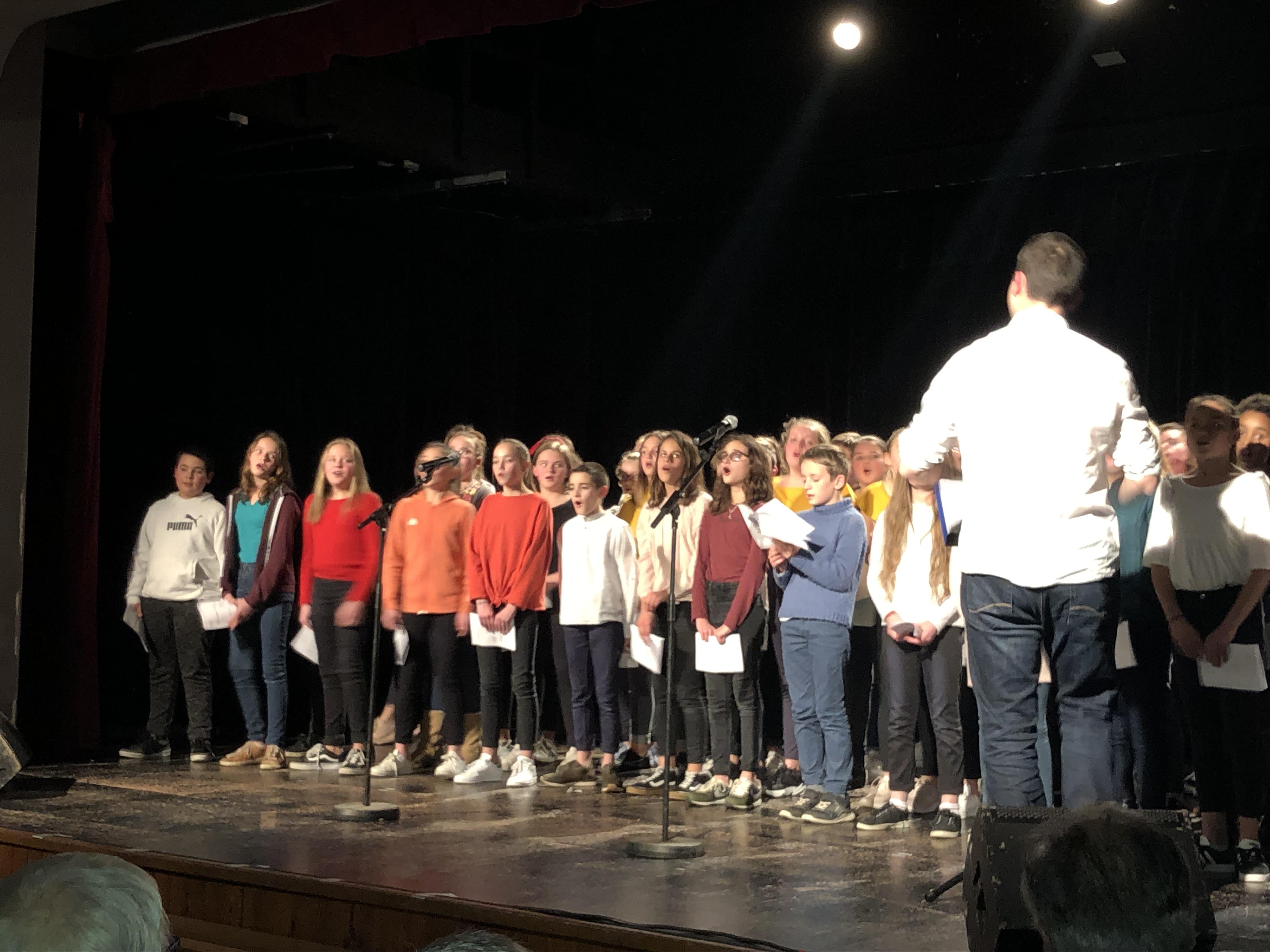 Prestation de la chorale à la salle Sévigné