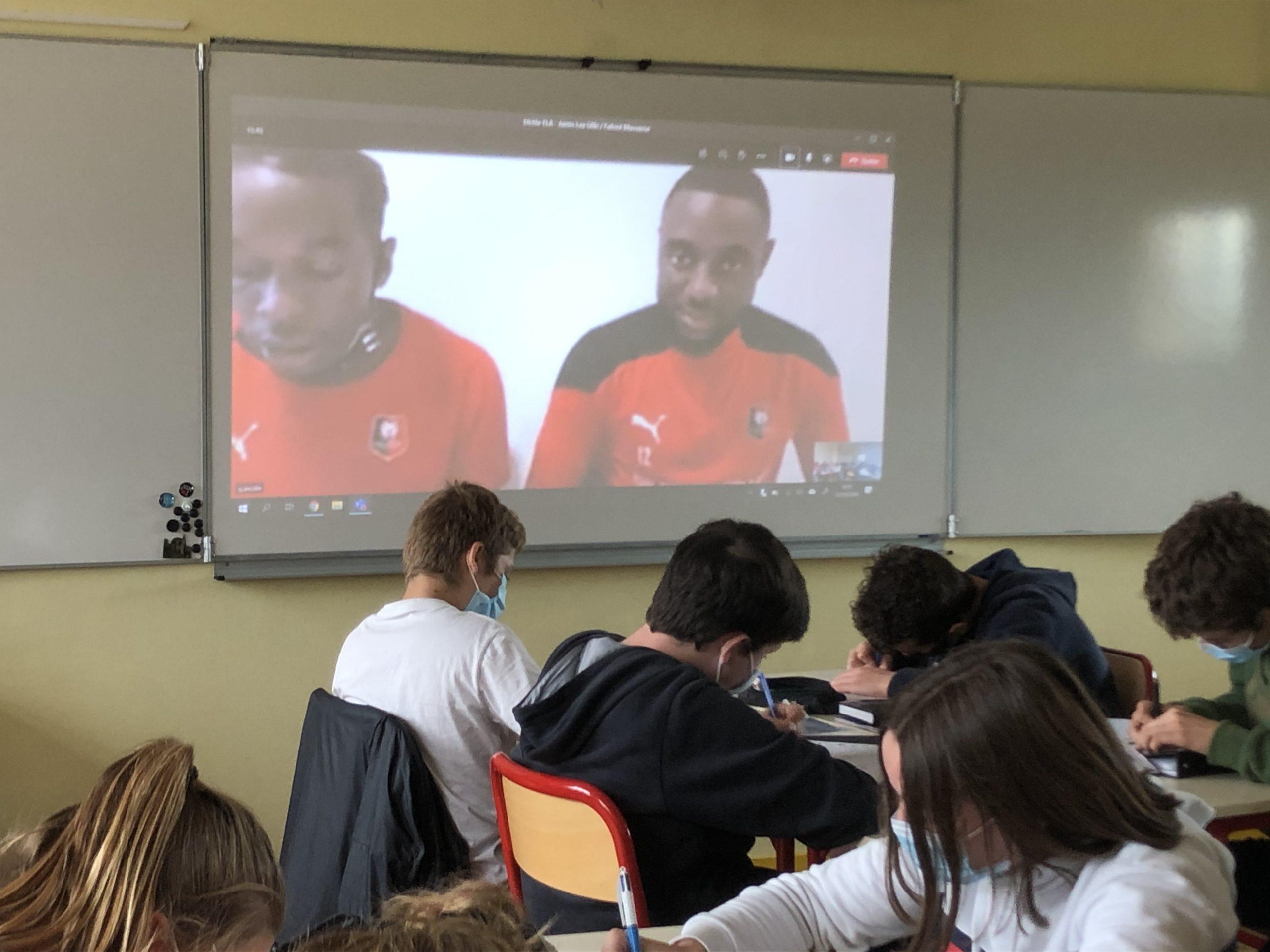 Deux joueurs du stade Rennais donnent la dictée aux élèves de 3ème C